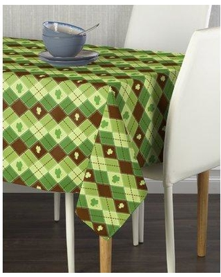 """The Holiday Aisle® Essex Street Lucky Shamrock Argyle Milliken Signature Tablecloth CJ148288 Size: 104"""" L x 60"""" W Color: Green"""
