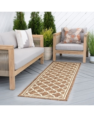 Alise Rugs Exo Transitional Geometric Indoor Outdoor Area Rug (2'7'' x 9'10'' - Gold)