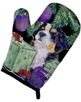 East Urban Home Patterned Dog with Gift Boxes Oven Mitt EAAS4635