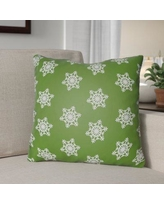 """The Holiday Aisle Snowflake Indoor/Outdoor Throw Pillow HLDY1186 Size: 20"""" H x 20"""" W x 4"""" D, Color: Green /White"""