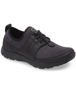 TRAQ by Alegria Cynch Knit Sneaker, Size 8-8.5Us in Black Leather at Nordstrom