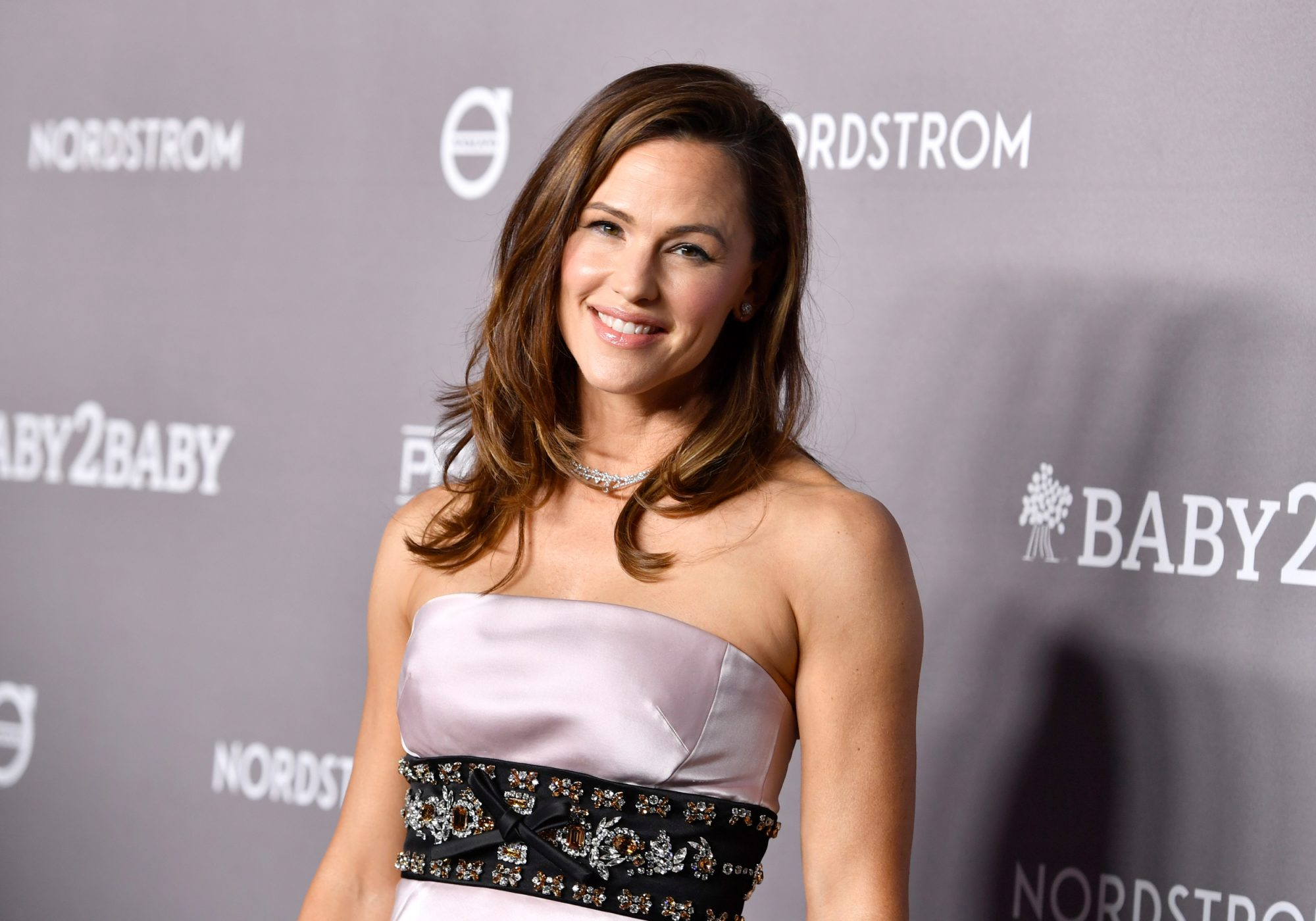 Jennifer Garner Uses This Healing Oil to Repair Thinning Hair