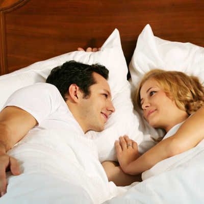 couple-stare-bed