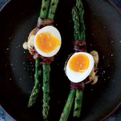 Grilled Asparagus and 6-Minute Egg