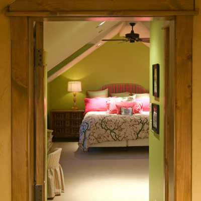 bed-facing-door