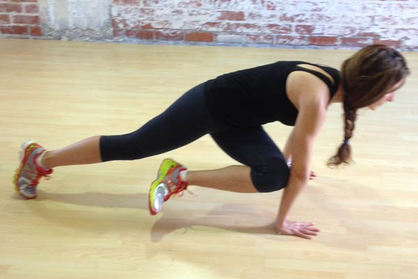knee-to-elbow-rotation-in-plank-600x400.jpg