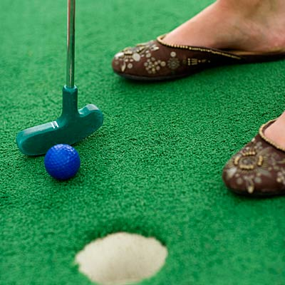 play-mini-golf