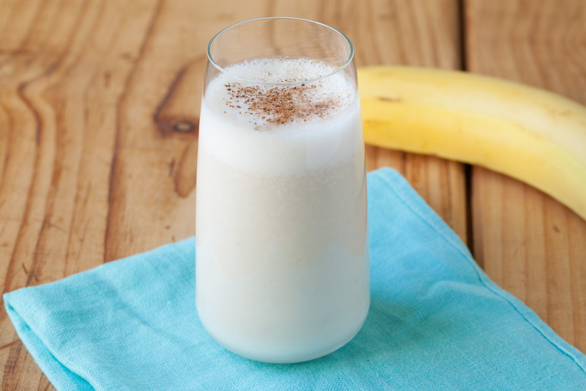 banana-almond-smoothie