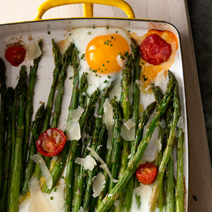 Roasted Asparagus with Egg and Tomato