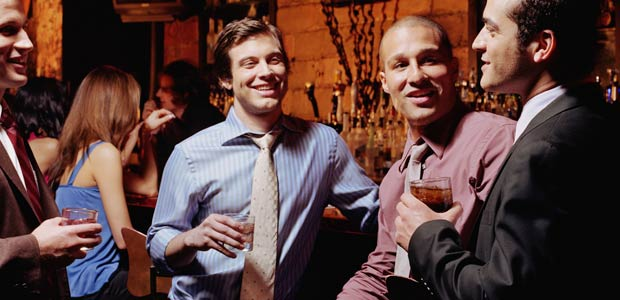 men-drink-alcohol-bond.jpg