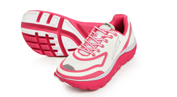 04-altra-womens_paradigm_white_and_pink_pair_highres.jpg