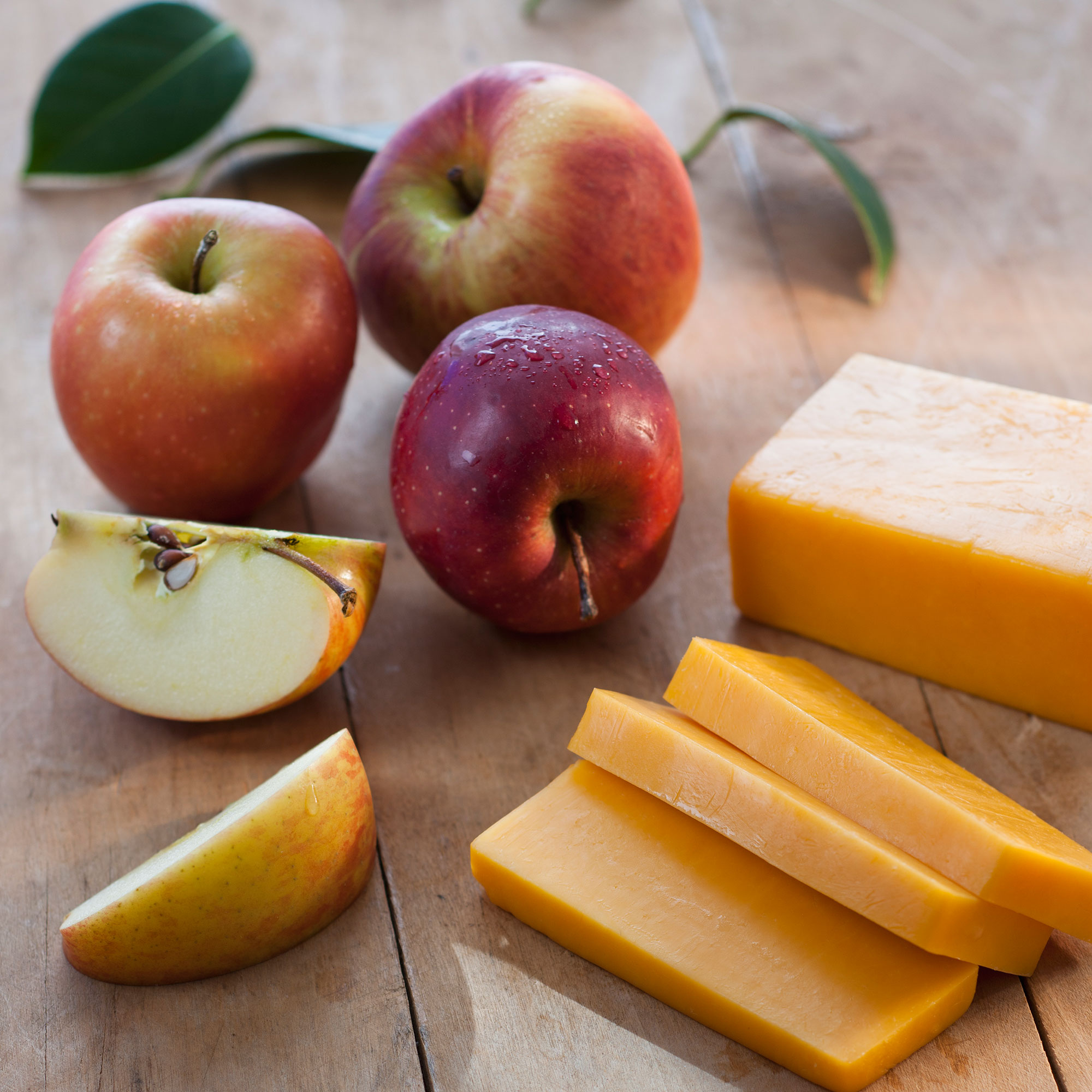 cheese and apple slices