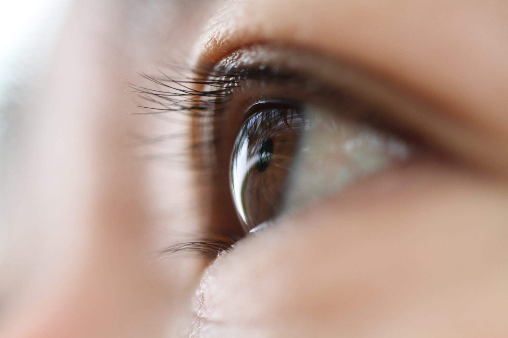 What are dry eye symptoms?