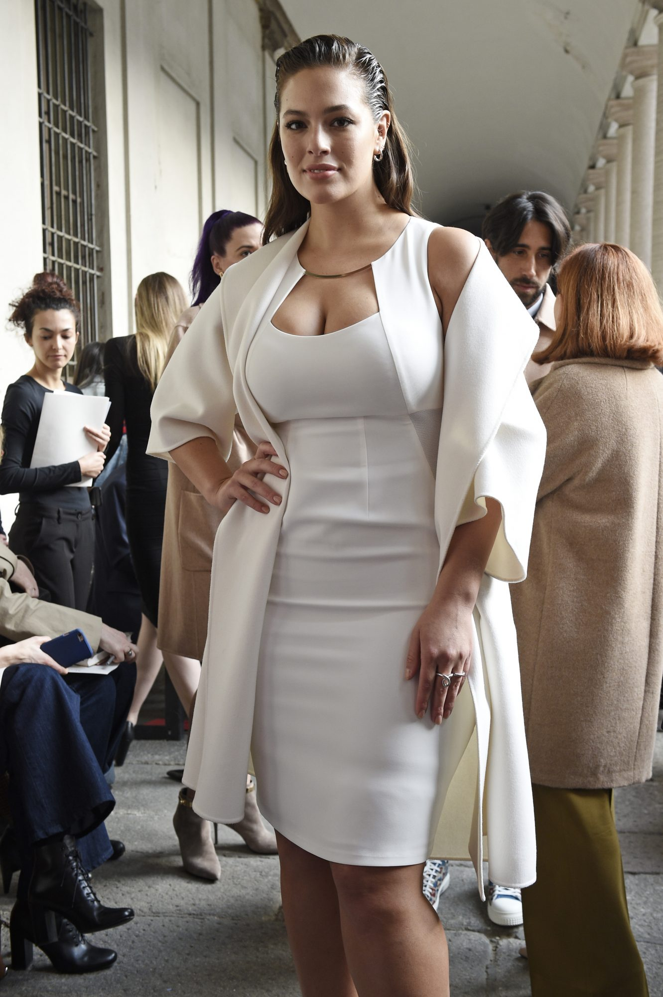 ashley-graham-white-dress