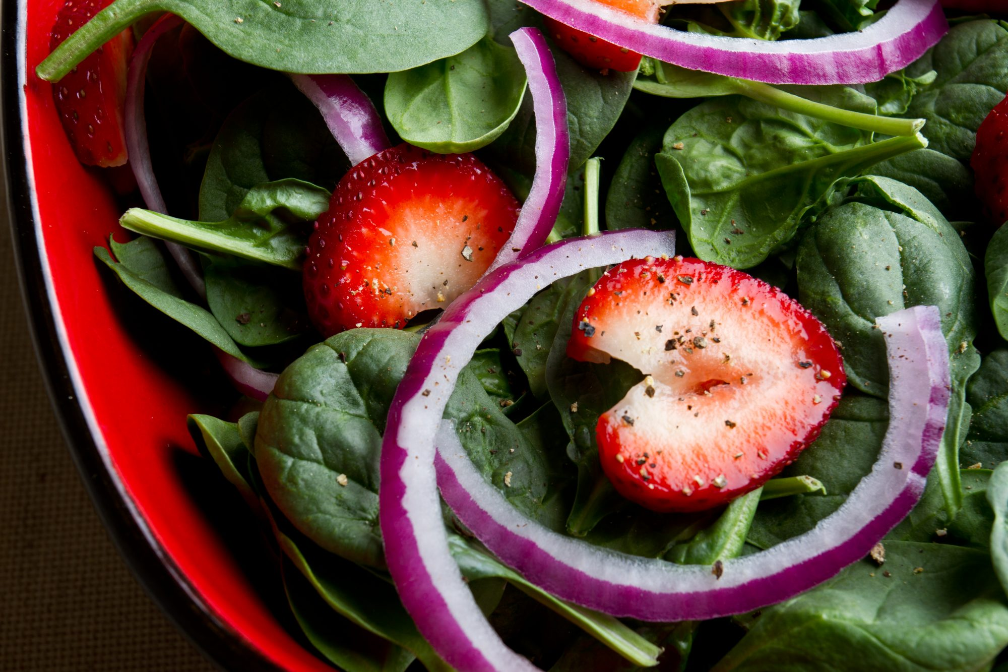 red-onions-healthy-salad-strawberries