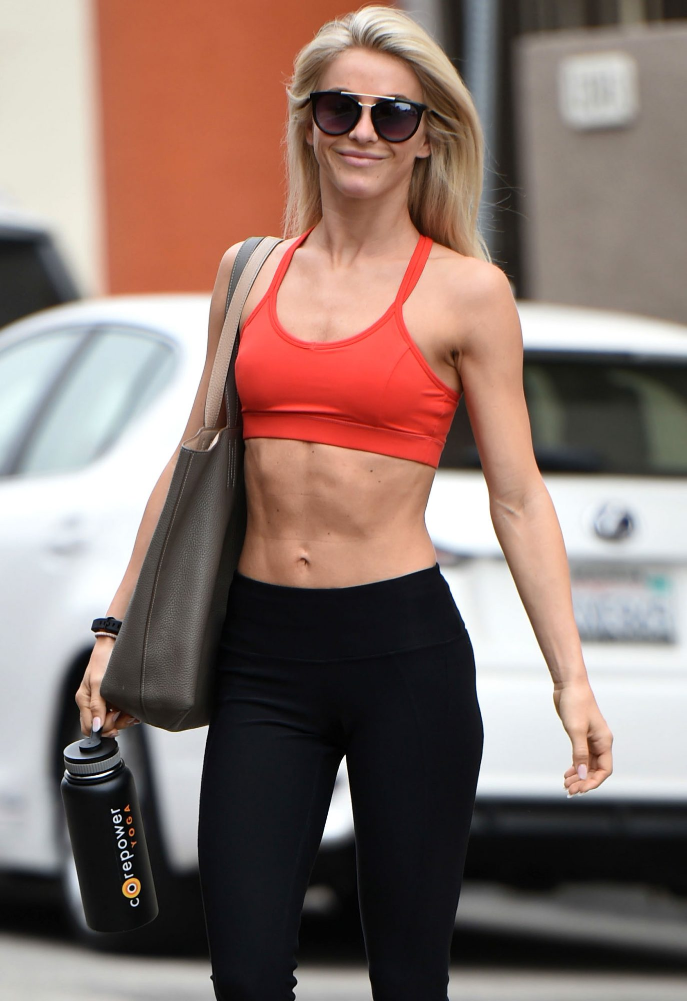 julianne-hough-celeb-abs