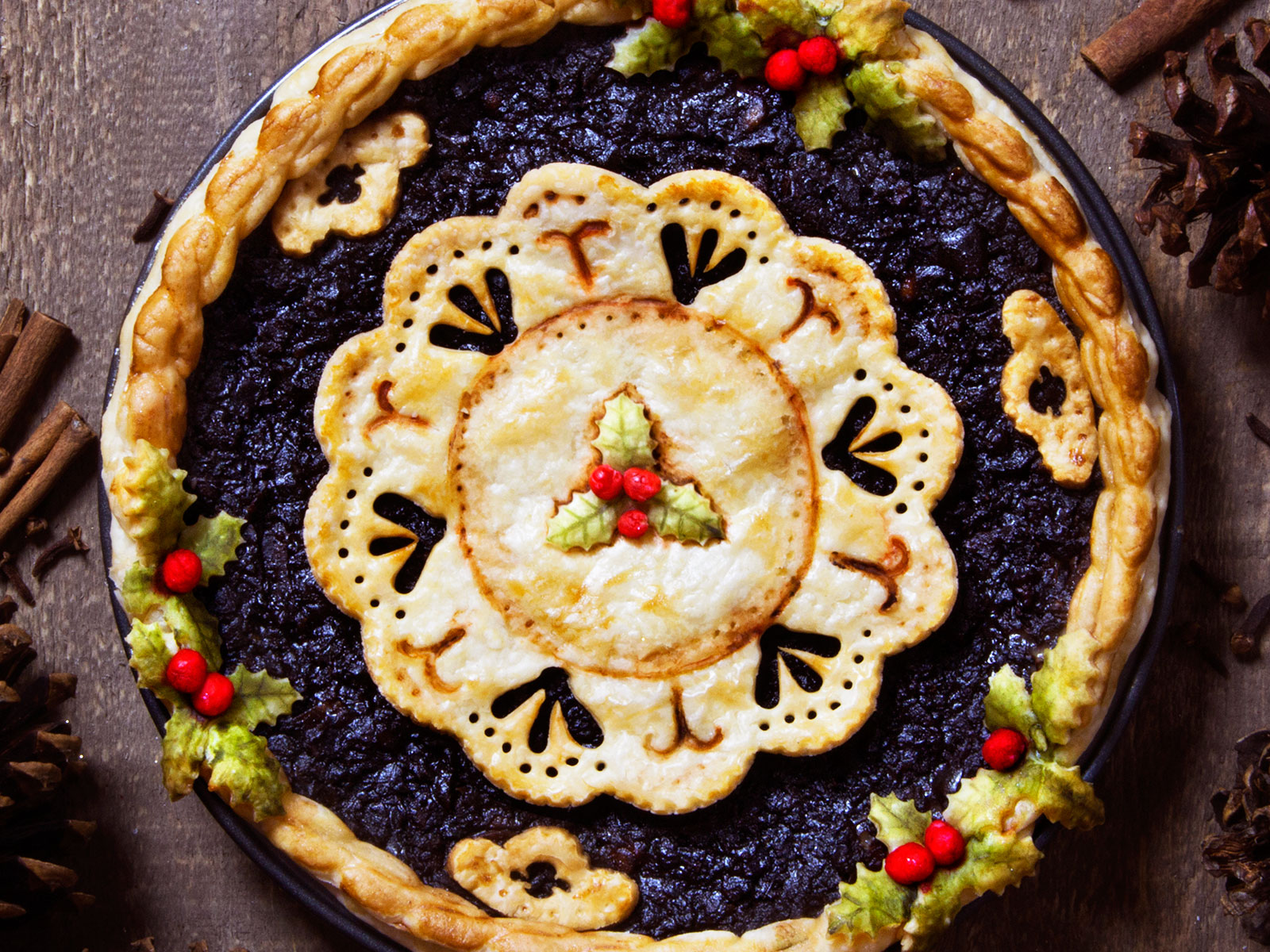 christmas themed lace pie