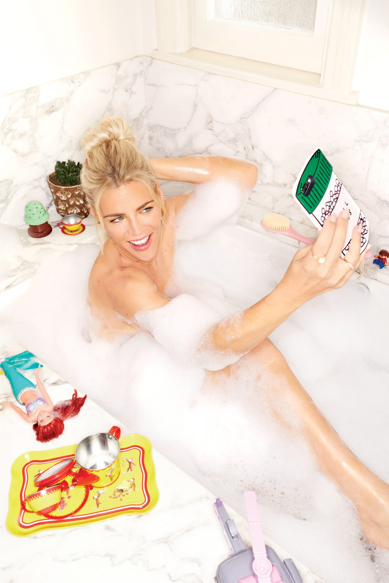 busy-philipps-bath-tub