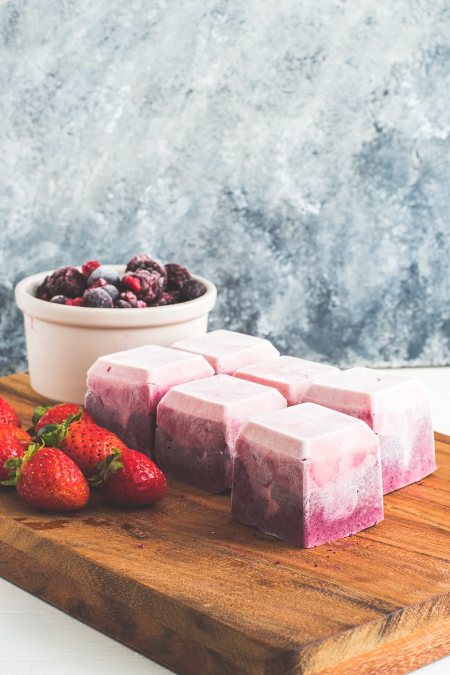 berry-cheesecake-fat-bombs