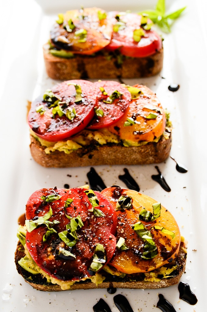 vegan-breakfast-avo-toast
