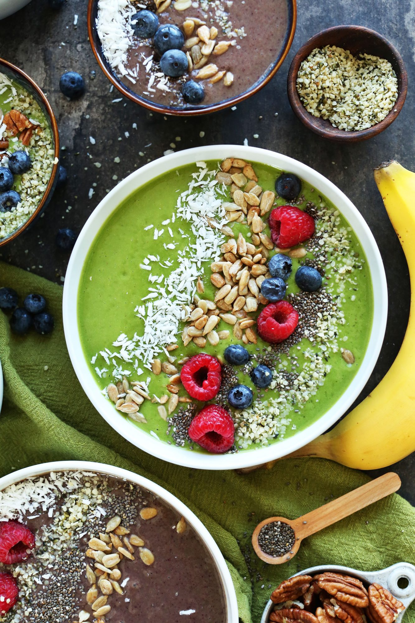 vegan-breakfast-green-smoothie-bowl