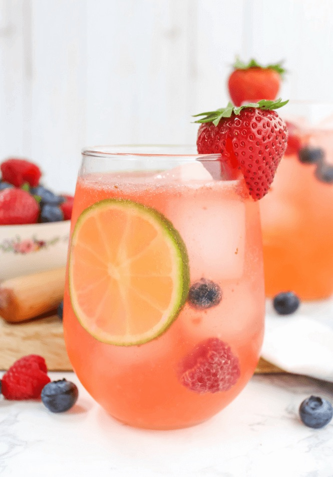 low-cal-cocktail-berry-spritzer