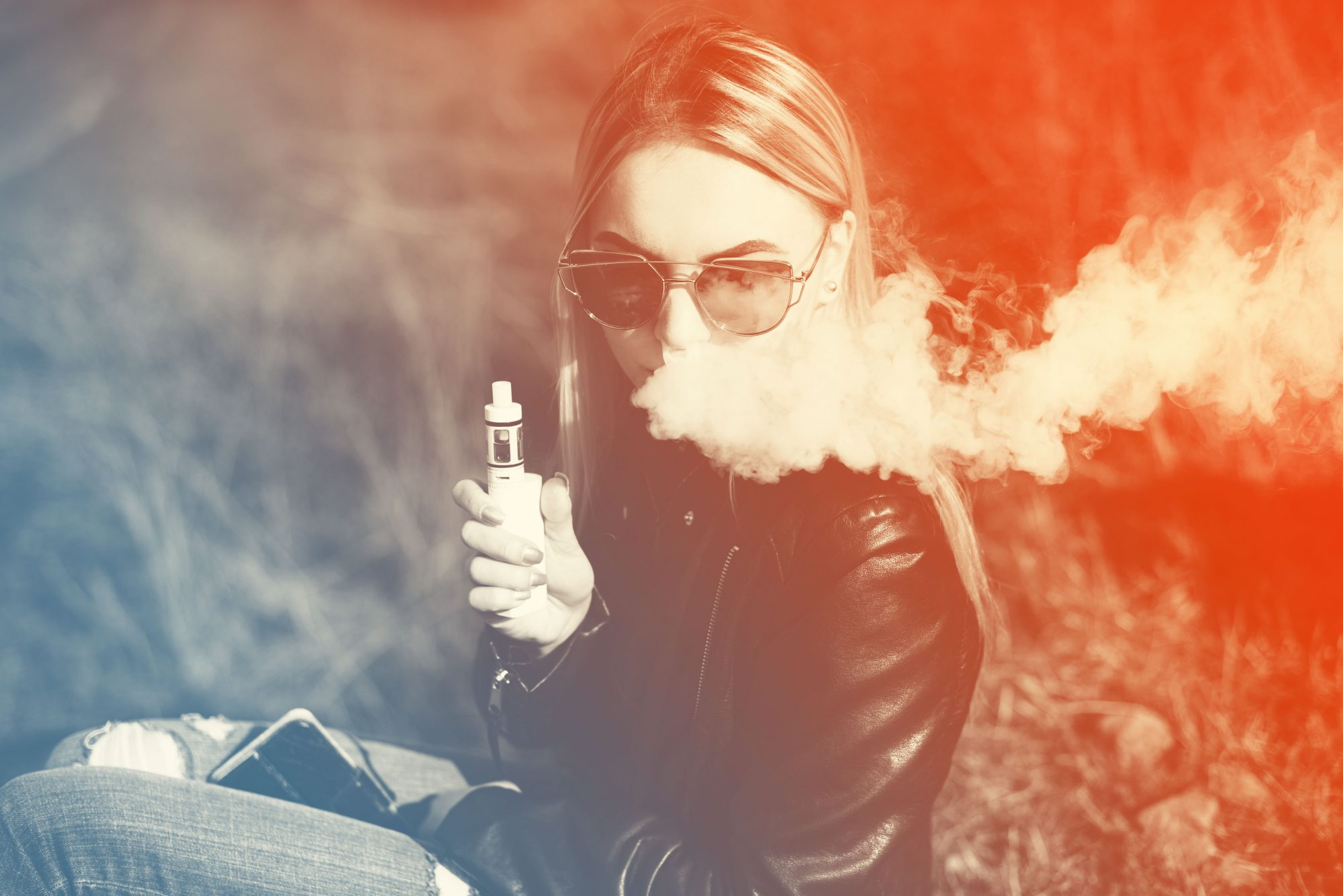 vaping-blonde
