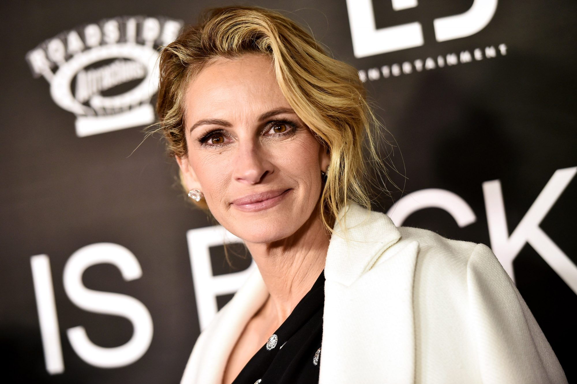 This Julia Roberts-Approved Moisturizer Is the Only One I Trust — and It's $11