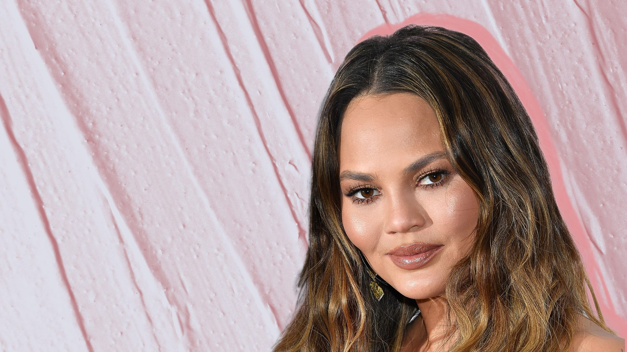 chrissy-teigen-facial-mask