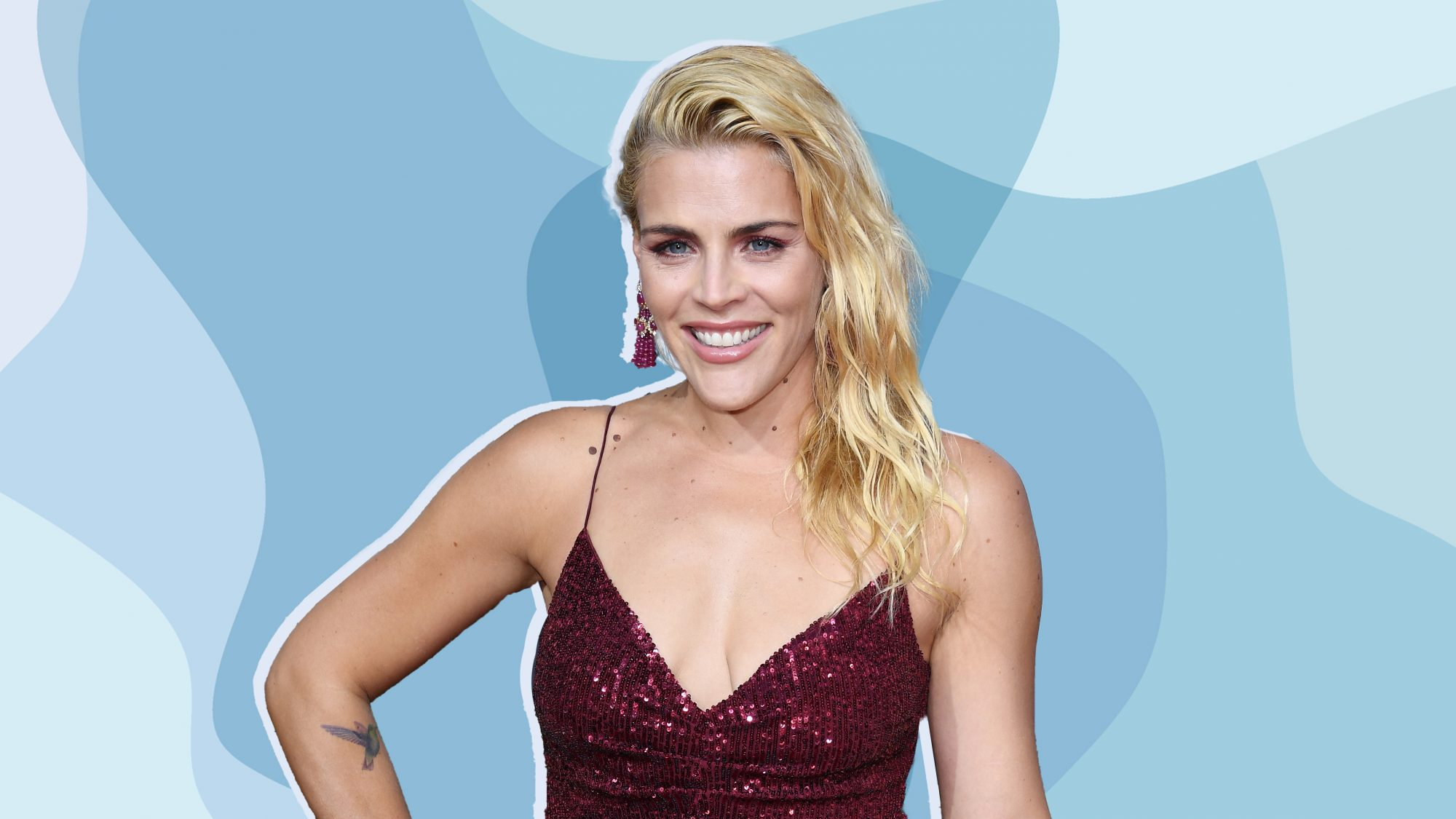 busy-philipps golden-globes boobs breasts boob-sweat megababe