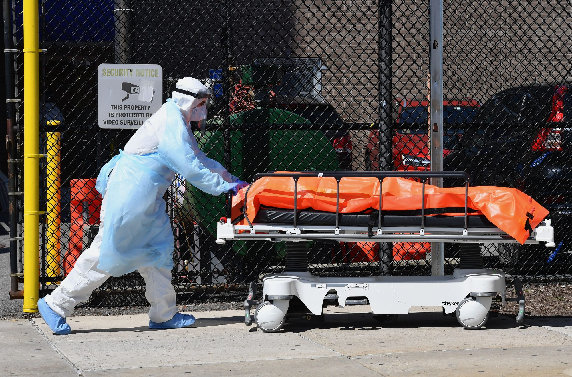 Medical staff move bodies from the Wyckoff Heights Medical Center to a refrigerated truck on April 2, 2020 in Brooklyn, New York. - The Federal Emergency Management Agency (FEMA) has asked the US Defense Department for 100,000 body bags as the toll mounts from the novel coronavirus, the Pentagon said on April 2. White House experts have said that US deaths from the disease -- currently at more than 5,100 -- are expected to climb to between 100,000 and 240,000, even with mitigation efforts in force. (Photo by Angela Weiss / AFP) (Photo by ANGELA WEISS/AFP via Getty Images)