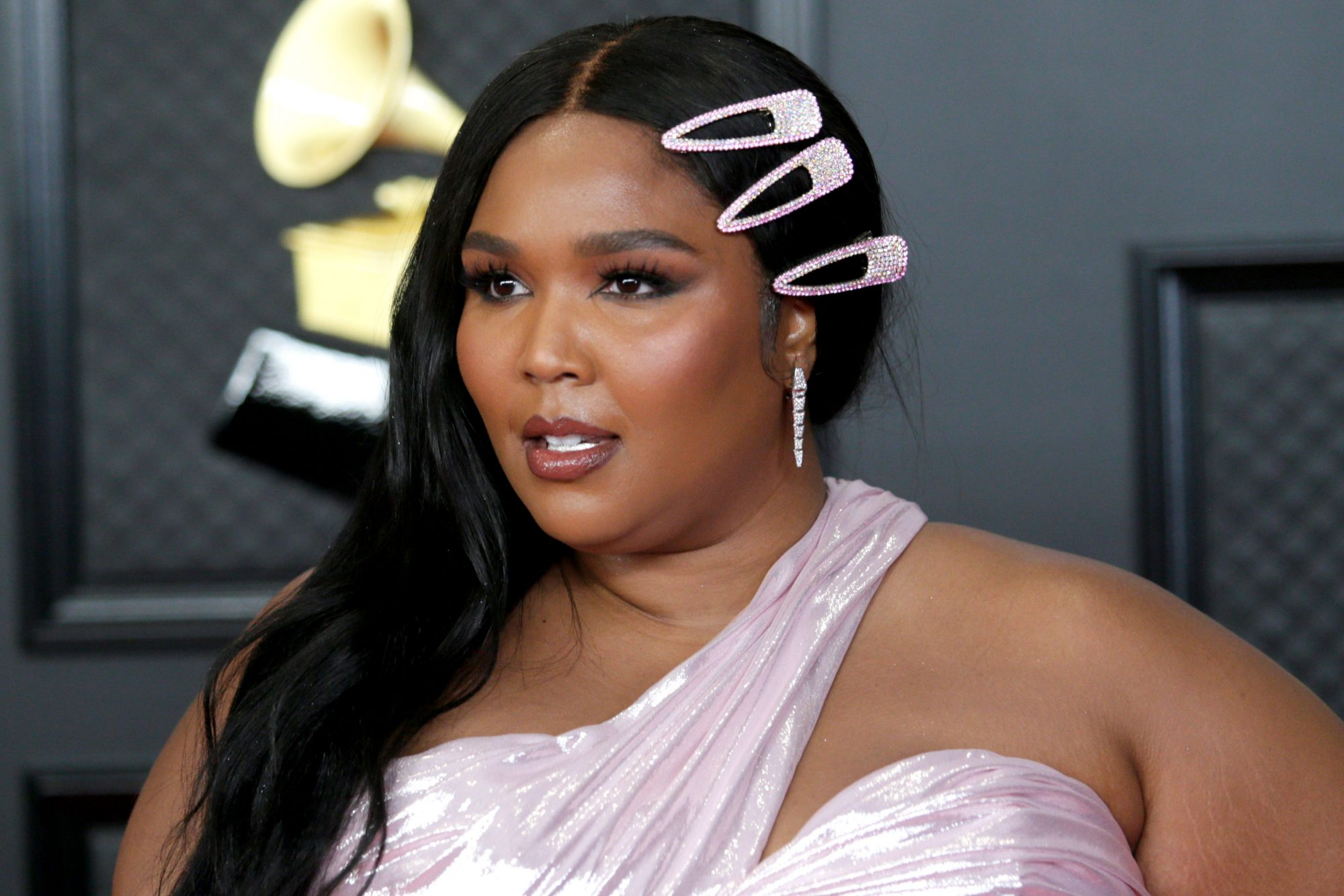 """Lizzo's Routine for """"Unstoppable"""" Skin Includes This Editor-Worshipped Face Oil"""