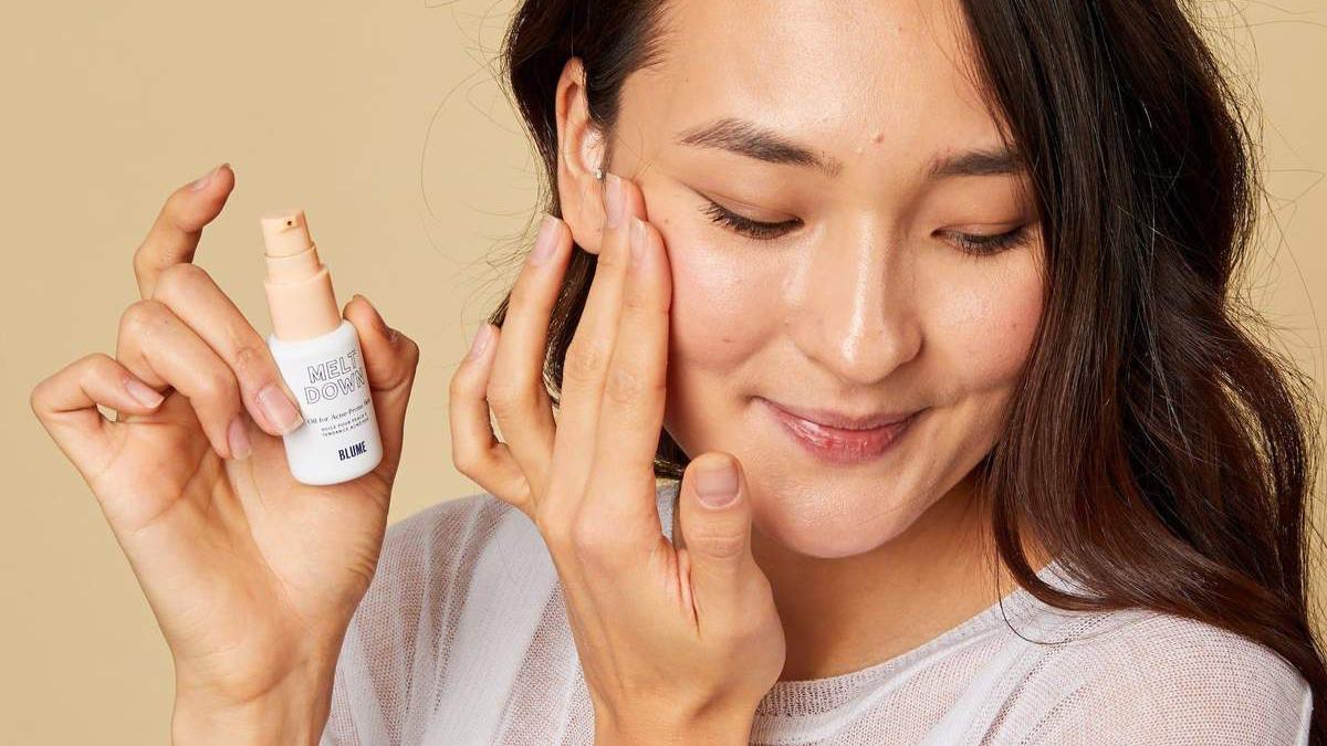 """Shoppers Call This $28 Oil an """"Overnight Miracle"""" for Stubborn Redness and Cystic Adult Acne"""