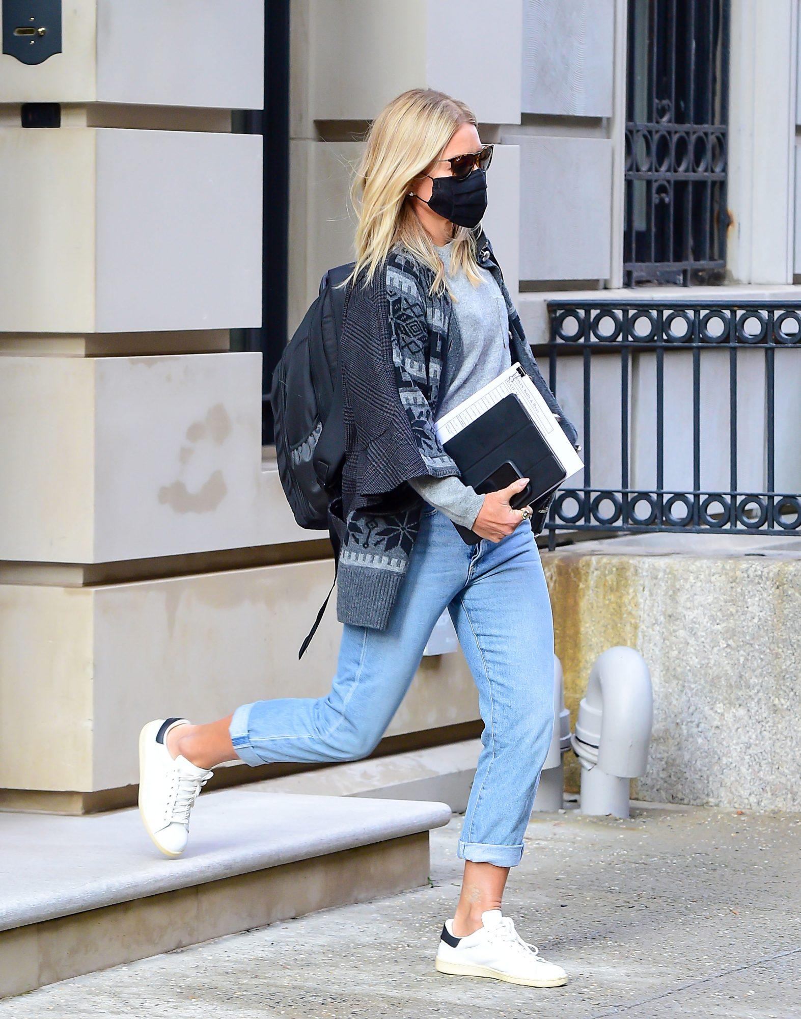 Kelly Ripa Wearing Jen7 Jeans
