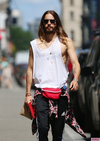 jared-leto-fanny-pack-sighting-092314-5-731x1024