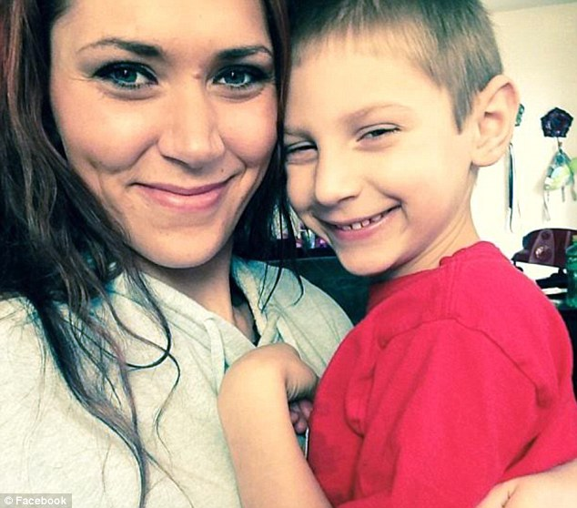 2627914000000578-0-Hunter_is_pictured_with_his_mother_Nicole_Garloff_who_admitted_h-m-4_1425059119736