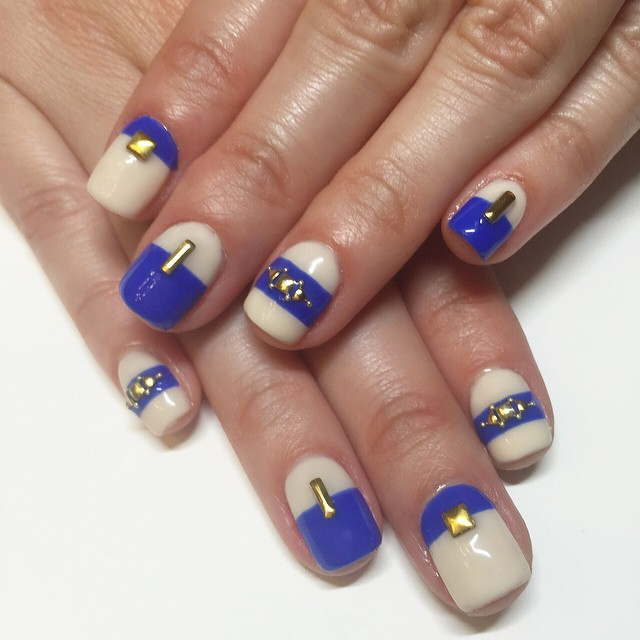 rosebnails-blue-and-nude
