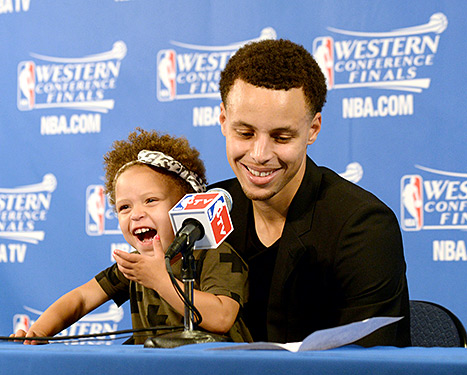 1432138011_riley-stephen-curry-467