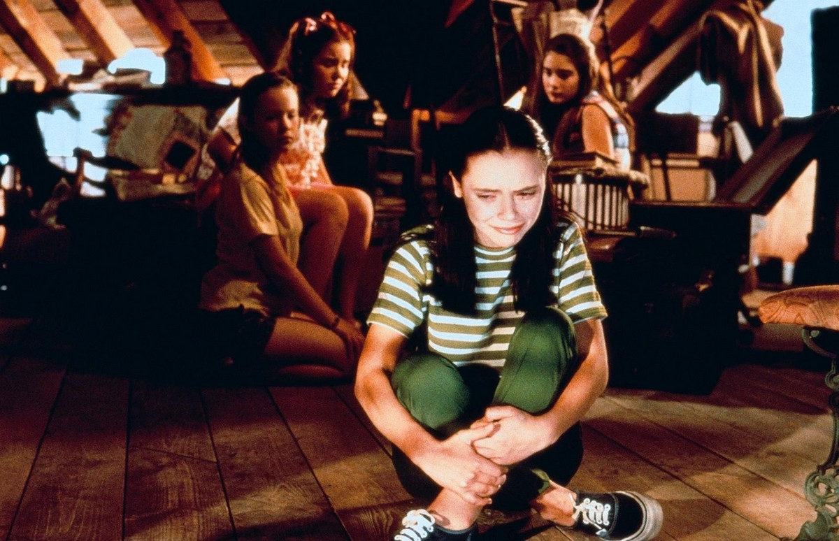 Now-and-Then-christina-ricci-30904027-1200-774