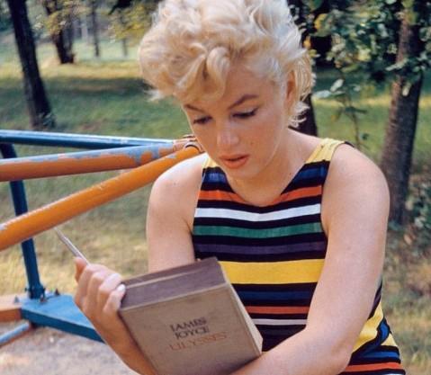 marilyn-reads-joyce-e1352357312199