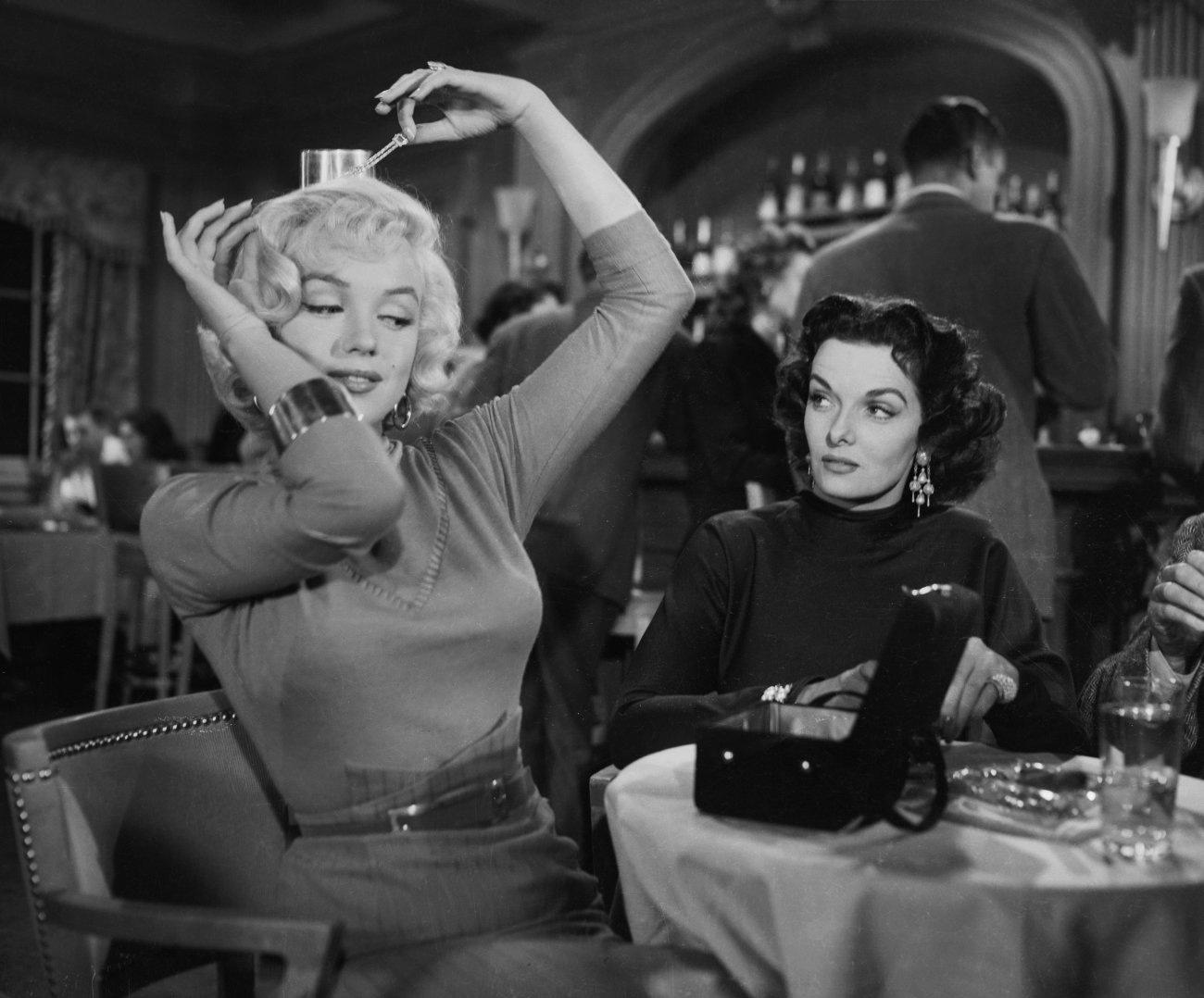 Marilyn-Monroe-and-Jane-Russell-Gentlemen-Prefer-Blondes-marilyn-monroe-30622637-1300-1078