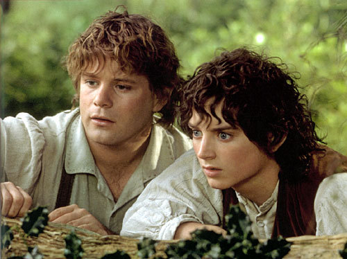 Frodo-and-Sam-lord-of-the-rings-3138646-500-374