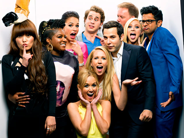 1366035736_pitch-perfect-cast-photo-booth-560
