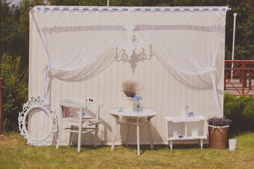 Wedding photo zone. The white decor at a wedding