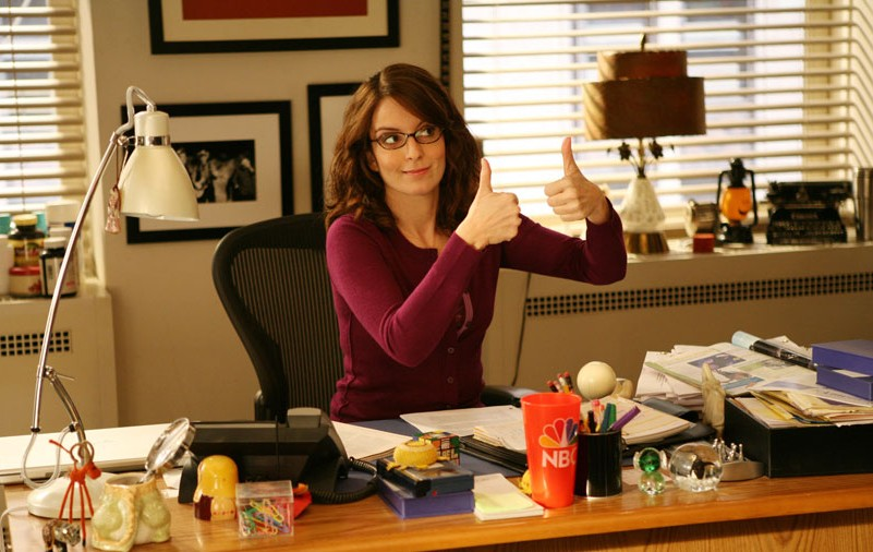 liz-lemon-30-rock-tina-fey-desk-e1377713340888
