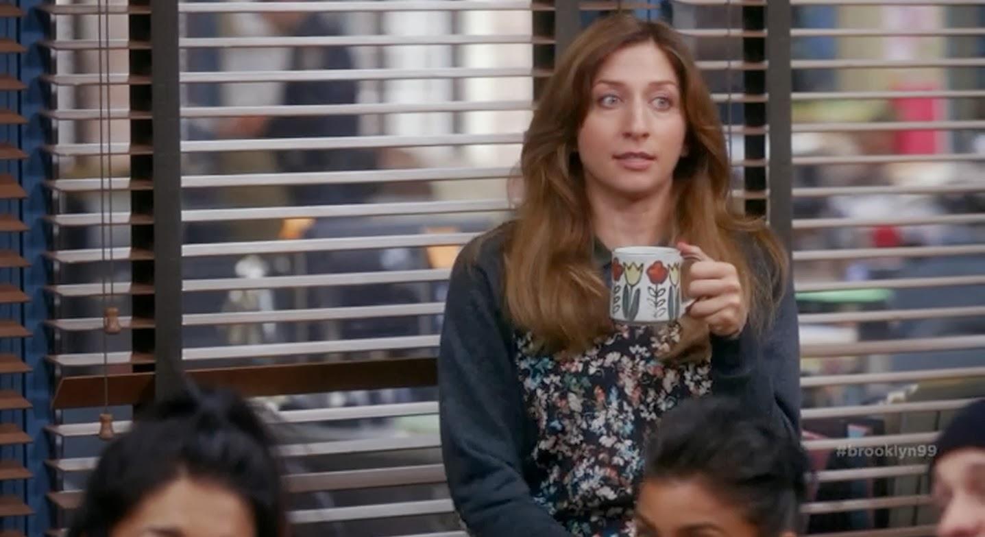 Chelsea-Peretti-drinking-coffee