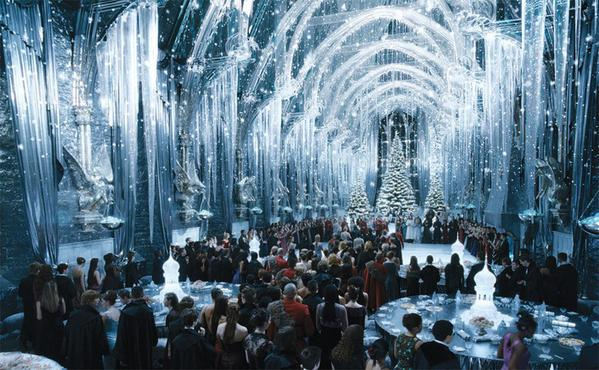 Picture of the Hogwarts Great Hall Snowing