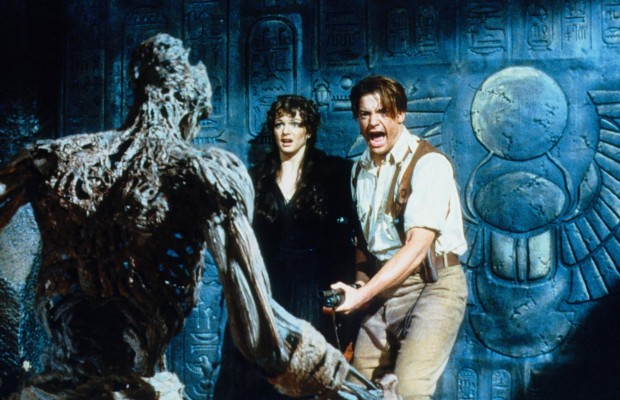 still-of-brendan-fraser-and-rachel-weisz-in-the-mummy-1999-large-picture-620x400