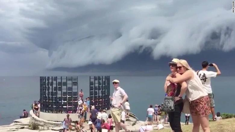 151106035612-australia-shelf-cloud-sydney-van-dam-00002026-exlarge-tease