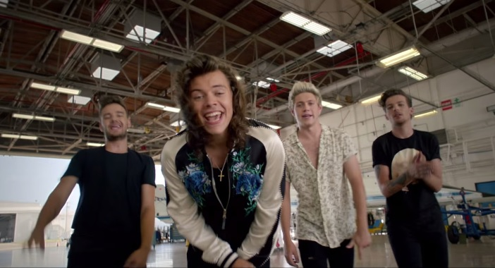 one-direction-drag-me-down-video